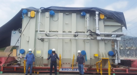 The new transformer arrives at the Nueva Prosperina-Guayaquil substation